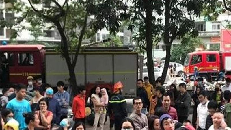 Hàng nghìn người hoảng loạn vì đám cháy lúc sáng sớm tại chung cư Linh Đàm