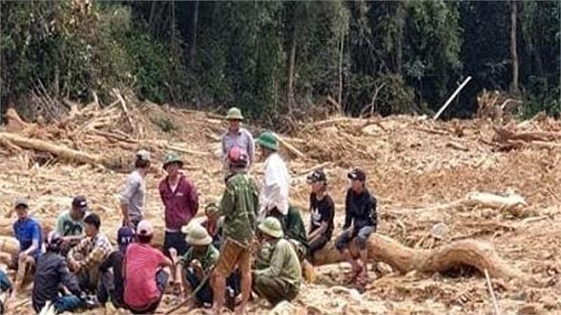 Tìm thấy 2 thi thể nghi là phu trầm tại hiện trường vụ sạt lở núi tại Quảng Bình