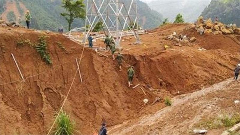 Tiếp cận hiện trường vụ sạt lở ở Phước Sơn, thi thể thứ 9 được tìm thấy