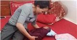 Phát hiện bé sơ sinh bị bỏ rơi trong thùng giấy cùng lời nhắn 'mẹ xin lỗi con'