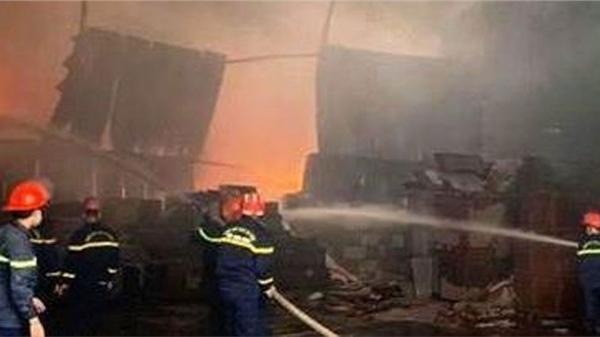 Cháy lớn tại kho chứa hàng ở TP Vinh