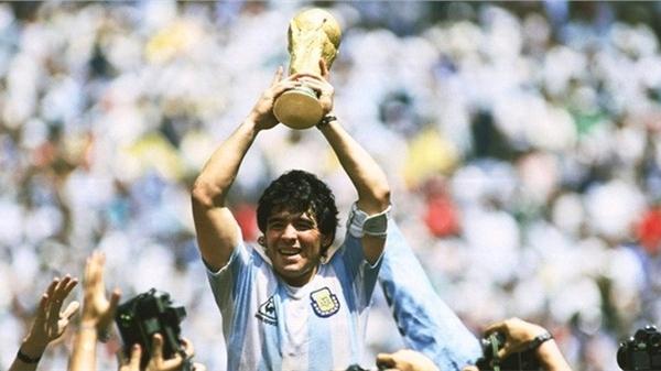 Nhói lòng với bài phỏng vấn cuối cùng của Maradona trước lúc ra đi: Tôi từng sợ rằng mọi người không còn yêu mình nữa