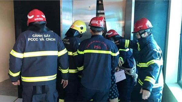 Hà Nội: 38 người mắc kẹt trong thang máy được giải cứu