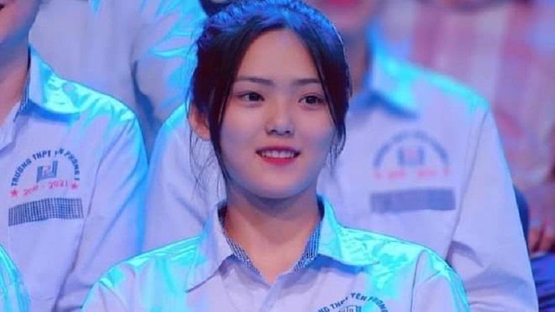Nữ sinh Bắc Ninh chiếm trọn spotlight khi xuất hiện trên hàng ghế khán giả của Đường lên đỉnh Olympia