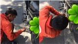 Cảm kích tấm lòng 2 tài xế công nghệ 'hợp sức' sửa xe giúp người qua đường giữa trời nắng như đổ lửa