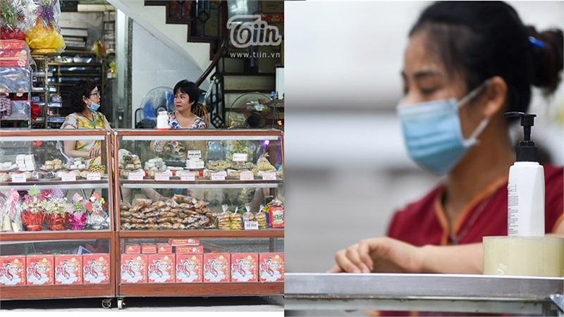 Nhiều cửa hàng bánh trung thu bắt đầu mở bán trên các tuyến phố Hà Nội: Trang bị nước rửa tay đảm bảo an toàn cho khách hàng