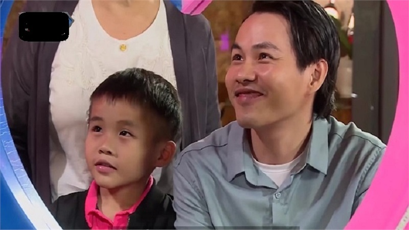 Ông bố đơn thân được con trai 7 tuổi 'hộ tống' lên show hẹn hò tìm bạn đời, khoảnh khắc 'chốt kèo' vỡ òa cảm xúc