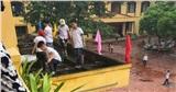 Để học sinh tiểu học trèo ra ban công nhặt rác: Hiệu trưởng và giáo viên phụ trách bị kiểm điểm