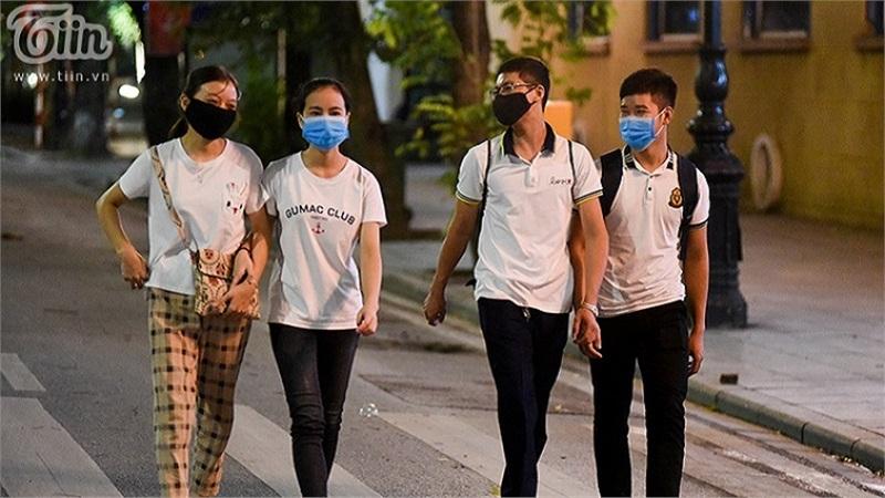 Hà Nội yêu cầu người dân lịch sự, giữ đúng thuần phong mỹ tục khi tham gia các hoạt động ở phố đi bộ Hồ Gươm