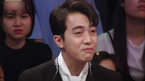 Cris Phan khóc nghẹn trên truyền hình khi kể câu chuyện về mẹ