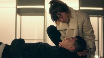 'Tầng lớp Itaewon' tập 4: 'Ông chú' Park Seo Joon mất nụ hôn đầu ở tuổi 30, nhưng không phải trao cho mối tình 10 năm