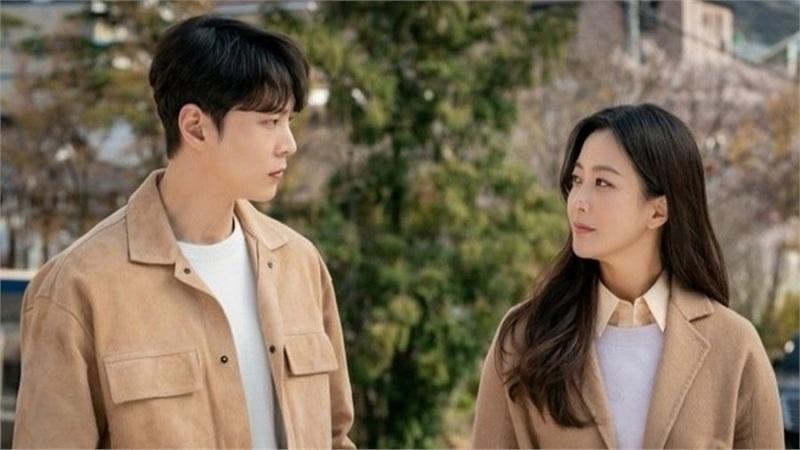 'Xứ sở Alice' tập 13 - 14: Hé lộ thân phận đặc biệt của Kim Hee Sun 'phiên bản hiện tại', Joo Won liên tục chạm mặt sát thủ bí ẩn