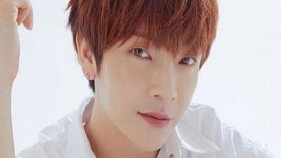 Kpop náo loạn khi 1 nam idol đầu tiên xác nhận nhiễm Covid-19