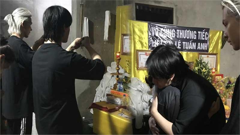 Trung Quân và Denis Đặng hoàn thành tâm nguyện cuối cùng của quân nhân hy sinh trong vụ sạt lở ở Quảng Trị