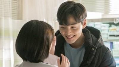 Hậu trường 'Người thầy y đức 2': Cặp đôi phụ tình tứ từ trong phim đến ngoài đời, Ahn Hyo Seop vì quá cao mà làm khổ bạn diễn