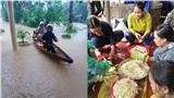 Quảng Trị: Ấm lòng người dân vùng lũ góp lương thực nấu đồ ăn tiếp tế cho vùng ngập nặng hơn