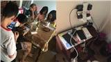 Gia đình ở Quảng Bình mở máy phát sạc điện thoại miễn phí giúp hàng xóm ngày lũ: 'Có nhiên liệu sẽ phát điện 24/24'