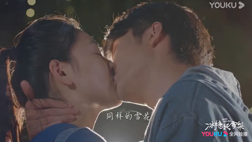 'Lê hấp đường phèn' tung MV nhạc phim: Trương Tân Thành - Ngô Thiến hôn nhau mọi lúc mọi nơi, công khai tỏ tình trên khán đài