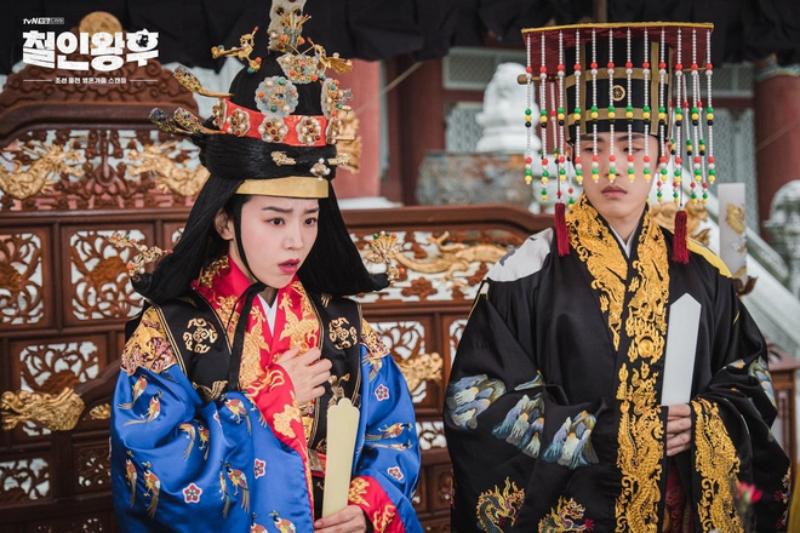 '3 đời nhà họ Han' của màn ảnh Hàn bị giày vò không thương tiếc, thì ra do bị 'chàng hậu' Mr.Queen 'nguyền rủa' 0