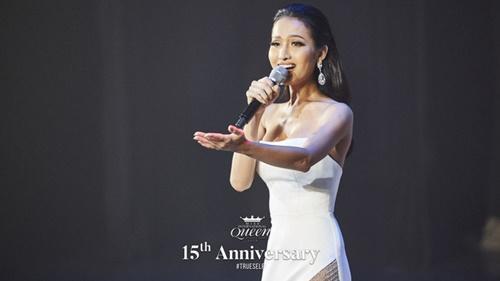 Lọt top 13 trong phần thi tài năng, Hoài Sa gây chú ý với nhan sắc đỉnh cao trong chiếc váy xẻ tà gợi cảm tại Miss International Queen 2020