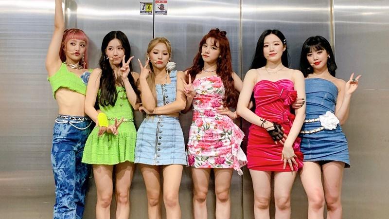 Liên tục bắt nhóm mặc váy áo ngắn cũn biểu diễn vũ điệu khó, Stylist nhà (G)-IDLE giật cúp 'stylist tệ nhất của năm'