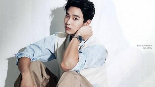 Đẳng cấp của Kim Soo Hyun là không cần khoe body sáu múi, mặc đồ kín bưng vẫn khiến bao nàng 'điêu đứng'