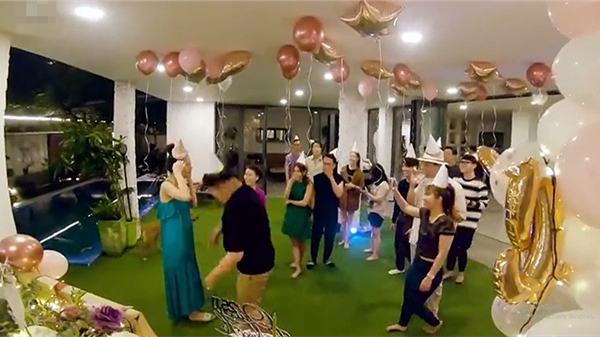Biệt thự mới của Hà Hồ - Kim Lý được hé lộ: không gian thoáng đãng với tông trắng làm chủ đạo