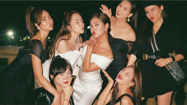 Tung trọn bộ ảnh trong tiệc mời cưới: MC Thu Hoài khoe góc nghiêng thần thánh, nhưng hai nhân vật này mới chiếm trọn spotlight