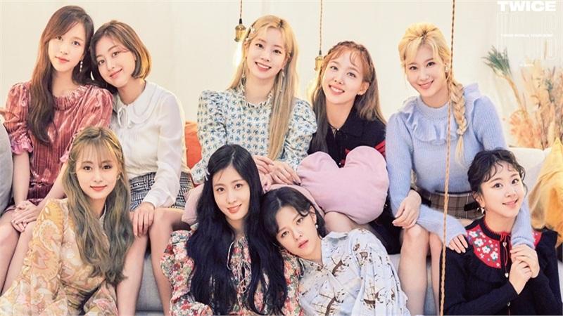 Fan 'nổi đóa' trước cách JYP đầu tư cho 'gà đẻ trứng vàng' Twice: Dùng chung thiết kế với chương trình Việt Nam?