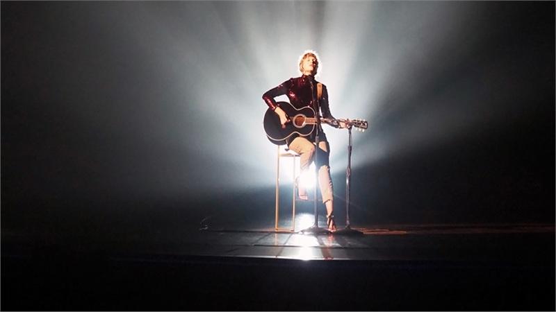 Sau Justin Bieber với 'vết thương lòng' ế vé, tới lượt Taylor Swift ngậm ngùi biểu diễn trên sân khấu không khán giả