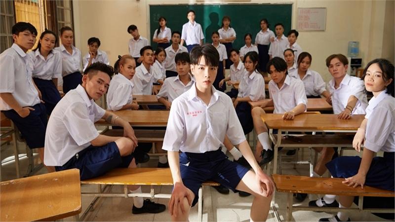 MV 'mất điểm' vì dùng đồng phục Thái Lan, Đức Phúc nói gì?