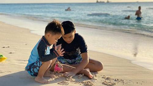Giữa mùa dịch, vợ cũ Lam Trường vẫn đưa con đi du lịch và đây là lý do…