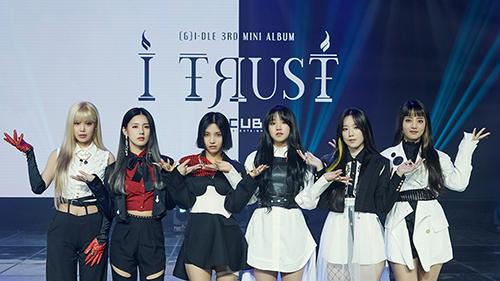 Tân binh 'quái vật' (G)I-DLE tái xuất cùng mini album 'I Trust', chơi lớn cùng hai phiên bản đối lập