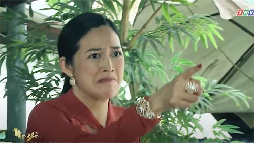 'Mẹ ghẻ': Cô Tuyết (Mai Thanh Hà) đánh ghen bồ trẻ giữa quán nước thì gặp tai nạn đổ máu