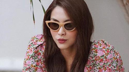 Hè đến sao Việt lăng xê váy hoa nhưng ngắm những chiếc váy hàng hiệu 'khủng' của mẹ con chị em nhà Hà Tăng mới thấy choáng