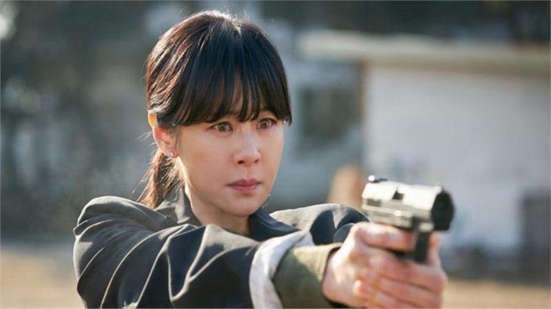 'Giả danh' tập cuối sẽ kết thúc đầy căng thẳng: Choi Kang Hee 'nổi điên' giao chiến trực diện với sát thủ, thân thế thực sự của thư ký giám đốc là gì?