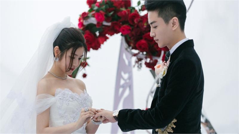 Sau loạt tin đồn 'đường ai nấy đi', 'tình cũ của Triệu Lệ Dĩnh' và vợ chuẩn bị tuyên bố việc chính thức ly hôn?