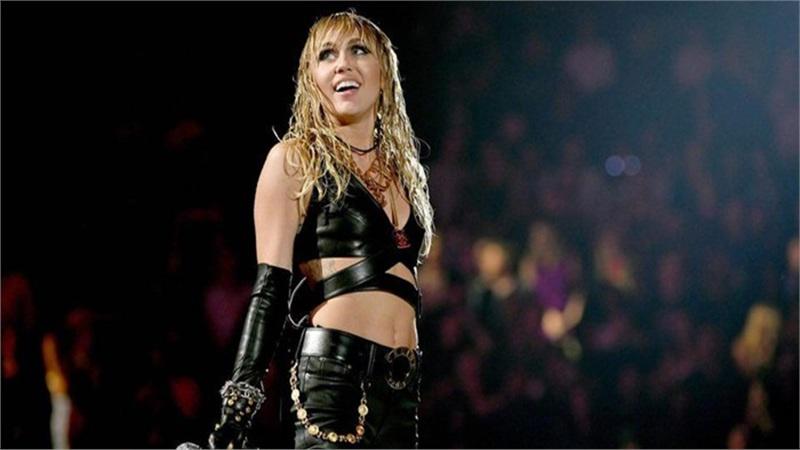 Ca khúc 'bị ghẻ lạnh' của Miley Cyrus bất ngờ 'hồi sinh' trên Top20 BXH Itunes, các fan hâm mộ nói gì?