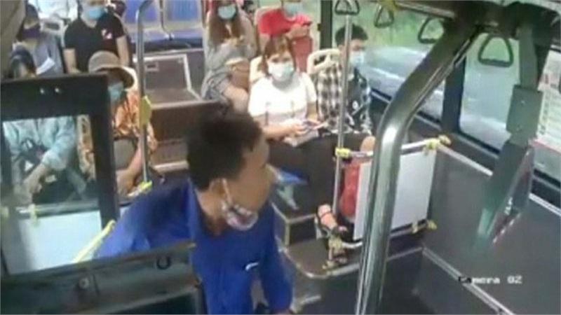 Xác định danh tính người đàn ông nhổ nước bọt vào nữ phụ xe buýt khi bị nhắc đeo khẩu trang