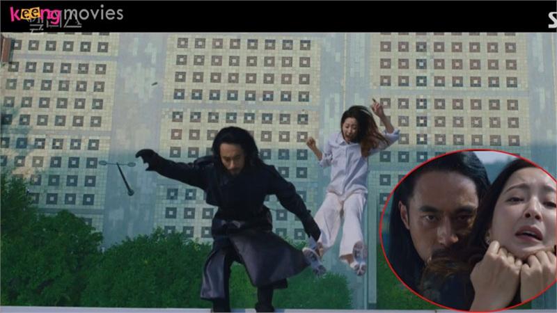 Hậu trường cảnh Kim Hee Sun rơi từ sân thượng xuống làm hết hồn con dân trong 'Alice'