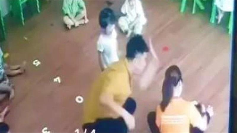 Công an truy tìm nam phụ huynh đánh bé mầm non 2 tuổi ở Lào Cai