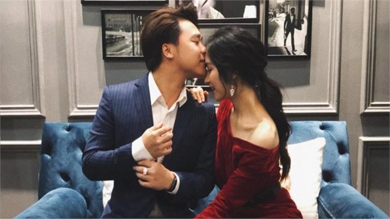 3 năm hẹn hò với thiếu gia, Hòa Minzy thay đổi từng 'chân tơ kẽ tóc': Đồ hiệu dát không ngơi tay, mỗi bộ cánh lại có một chiếc túi hiệu xuyệt tông đi kèm