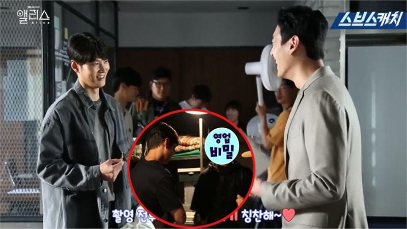 Hậu trường 'Xứ sở Alice' tập 27-28: 'Black hood' lộ diện, tình 'bố con' Kwak Si Yang - Joo Won thân thiết hiếm có xuất hiện