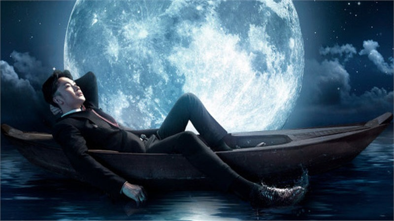 Dương Triệu Vũ hé lộ hình ảnh say trăng đầy ma mị, bồng bềnh trên biển nước