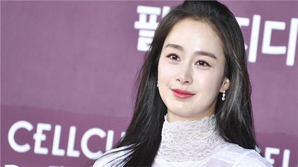 Nhan sắc thật của Kim Tae Hee một lần nữa lộ diện, lần này liệu có khá khẩm hơn trước?