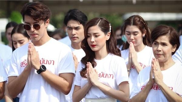Baifern Pimchanok - Nine Naphat 'tình bể bình' trong lễ cầu may cho phim 'Sợi dây chuyền hoàng lan'