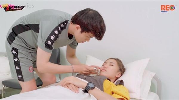 'Bạn trai song sinh' tập 8: Tú Tri kiệt sức khi bị 'kẻ thù' Vũ Thịnh 'hành' quá đà
