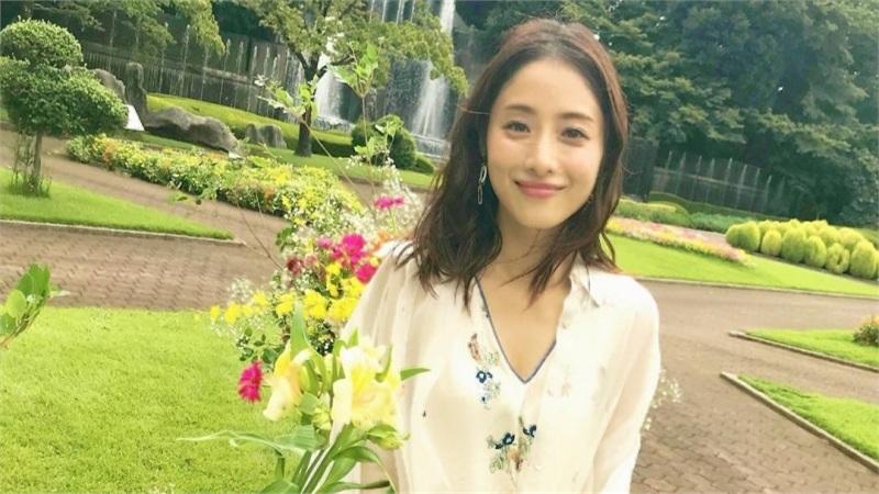 Biểu tượng nhan sắc 'được đàn ông Nhật si mê nhất' Ishihara Satomi gây tiếc nuối khi tuyên bố kết hôn