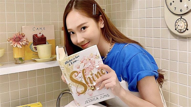 Bị nghi 'đá đểu' SNSD, Jessica rục rịch chuyển thể tiểu thuyết mới xuất bản thành phim