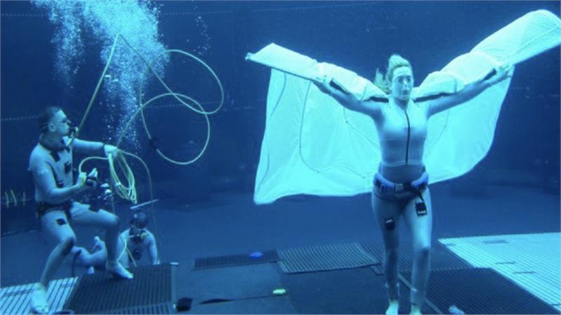 Kate Winslet gây sốc khi đeo cánh giả, nín thở hơn 7 phút dưới nước để đóng 'Avatar 2'